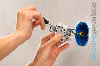 Reparación y/o cambio de enchufes, timbres, lámparas en busot